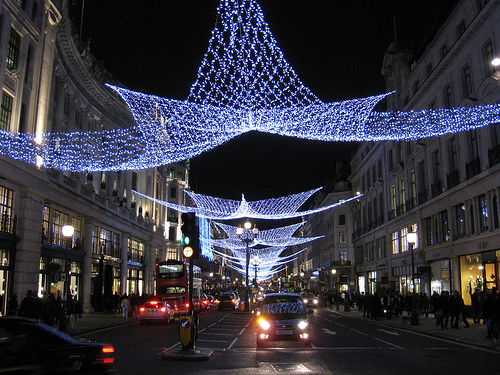 Oxford Street Weihnachtsbeleuchtung.Oxford Street Lights Up Christmas To Whom It May Concern